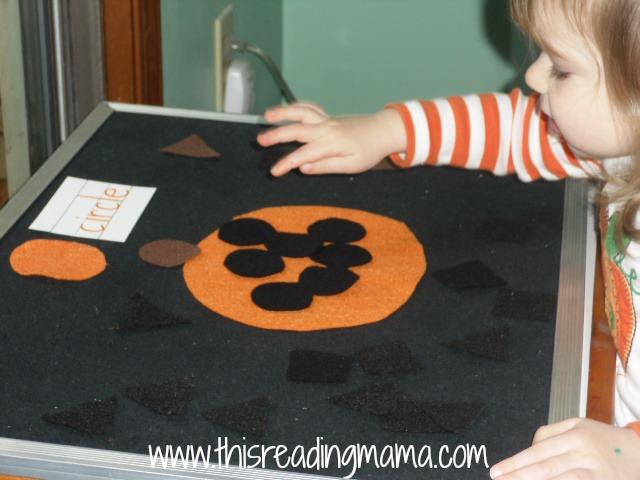 felt circle activity with pumpkin theme