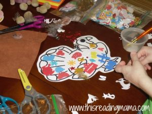 deocrating turkey with craft supplies