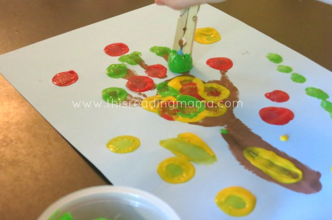 Using pom poms to paint apples | This Reading Mama